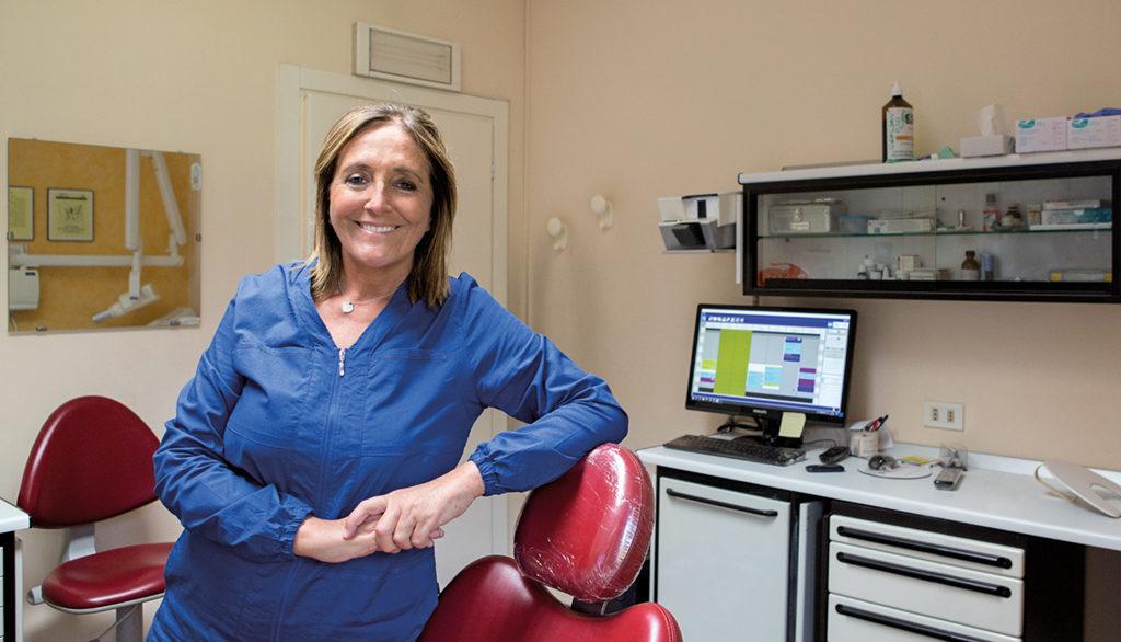Sig.ra Evelina Antonioli assistente alla poltrona Studio Dentistico Bianchini Rimini